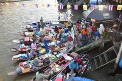 Mercato di galleggiamento di Ampawa in Samutsongkram, Tailandia Immagini Stock Libere da Diritti