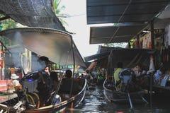 Mercato di galleggiamento di Damnoensaduak Fotografia Stock