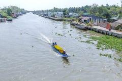 Mercato di galleggiamento di Phung Hiep alla baia di Nga delle strade trasversali di sette-modi, Hau Giang Immagine Stock Libera da Diritti