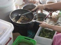 Mercato di galleggiamento in Tailandia fotografia stock libera da diritti