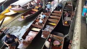 Mercato di galleggiamento in Tailandia archivi video
