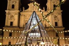 Mercato di Natale di Salisburgo alla notte Fotografie Stock Libere da Diritti
