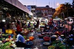 Mercato di notte in Battambang Cambogia immagini stock libere da diritti