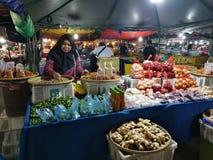 Mercato di notte dei peperoncini rossi caldi del mercato della Malesia Sabah Kota Kinabalu Filipino fotografia stock libera da diritti