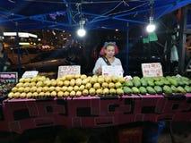 Mercato di notte del mango del mercato della Malesia Sabah Kota Kinabalu Filipino fotografia stock libera da diritti