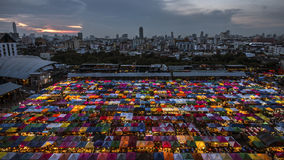 Mercato di notte del treno a Bangkok Fotografie Stock