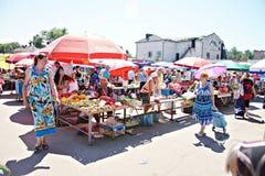 Mercato di Poltava, Ucraina - 5 agosto 2015 fotografia stock libera da diritti
