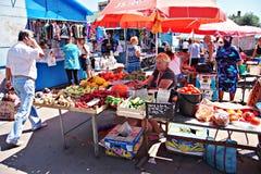Mercato di Poltava, Ucraina - 5 agosto 2015 fotografia stock