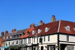 Mercato di sabato, Beverley, Inghilterra: 10 ottobre 2018; cielo-line di un borgo inglese tradizionale fotografia stock