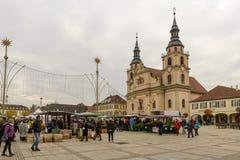 Mercato di sabato e Evangelische StadtKirche, Ludwigsburg fotografia stock libera da diritti