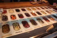 Mercato di San Miguel, negozio della frutta Madrid, Spagna Fotografie Stock Libere da Diritti