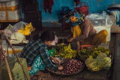 Mercato di sedere di Dong dentro, tonalità, Vietnam immagine stock