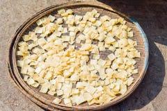 Mercato di strada asiatico che vende la pasta cruda della pasta nel Vietnam Fotografia Stock Libera da Diritti