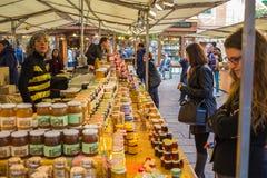 Mercato di strada Barcellona di sabato Immagini Stock Libere da Diritti