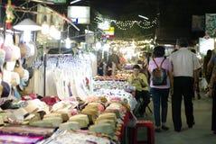 Mercato di camminata Chiang Mai Tailandia di notte della via Fotografia Stock