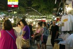 Mercato di camminata Chiang Mai Tailandia di notte della via Fotografie Stock