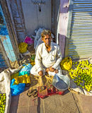 Mercato di strada di verdure tipico Fotografie Stock