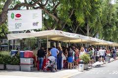 Mercato di strada di fine settimana di Bioferia che vende i prodotti biologici fotografie stock