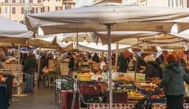 Mercato di strada storico di Campo de Fiori del frome di scena a Roma Immagini Stock Libere da Diritti