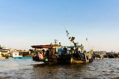 Mercato di verdure sul fiume in occidentale del Vietnam Immagini Stock