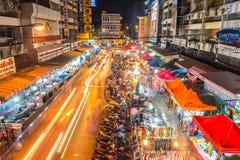 Mercato di Warorot e vita di notte lunga di esposizione Fotografia Stock