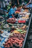 Mercato ferroviario 12 di Maeklong 13 2018 immagine stock libera da diritti