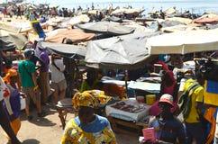 Mercato ittico alla spiaggia di Mbour, CÃ'te minuta, Senegal fotografia stock