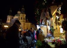 Mercato Praga di Natale di acquisto di Praga Fotografia Stock Libera da Diritti