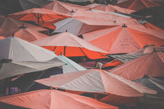 Mercato sotto gli ombrelli Fotografia Stock Libera da Diritti