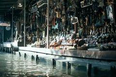 Mercato sull'acqua, Tailandia del ricordo Immagine Stock
