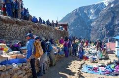 Mercato tradizionale di sabato in bazar di Namche, Nepal Fotografia Stock Libera da Diritti