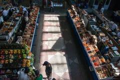 Mercato tradizionale nel Kazakistan con frutta e le verdure Fotografie Stock