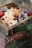 Merce nel carrello dei biscotti della cannella di Natale Immagine Stock