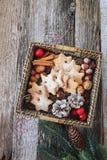 Merce nel carrello dei biscotti della cannella di Natale Fotografia Stock