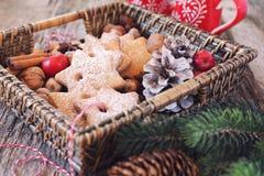 Merce nel carrello dei biscotti della cannella di Natale Immagini Stock Libere da Diritti
