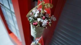 Merce nel carrello dei fiori dolce e sveglia illustrazione vettoriale