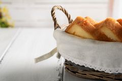 Merce nel carrello del pane del pane tostato fotografia stock