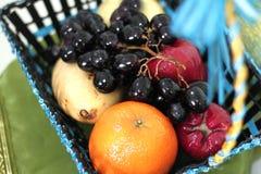 Merce nel carrello della frutta Fotografie Stock Libere da Diritti