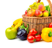 Merce nel carrello della frutta e della verdura della raccolta Immagine Stock