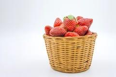 Merce nel carrello delle fragole su bianco Fotografia Stock Libera da Diritti