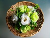 Merce nel carrello delle rose Fotografia Stock