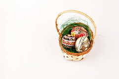 Bella merce nel carrello dipinta delle uova di Pasqua Immagine Stock Libera da Diritti
