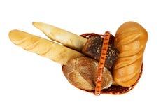 Merce nel carrello mista del pane isolata su fondo bianco Vista superiore Fotografia Stock Libera da Diritti