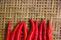 Merce nel carrello rossa del peperoncino Fotografie Stock Libere da Diritti
