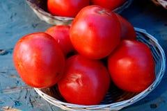 Merce nel carrello rossa fresca dei pomodori Fotografia Stock Libera da Diritti