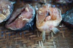 Merce nel carrello secca pesce gatto Immagini Stock
