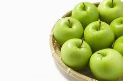 Merce nel carrello verde delle mele Fotografie Stock