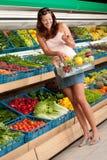 Mercearia: Mulher no equipamento do verão Fotos de Stock Royalty Free