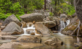 Merced flod i den Yosemite nationalparken Royaltyfria Bilder