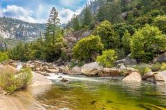 Merced flod i den Yosemite nationalparken Fotografering för Bildbyråer